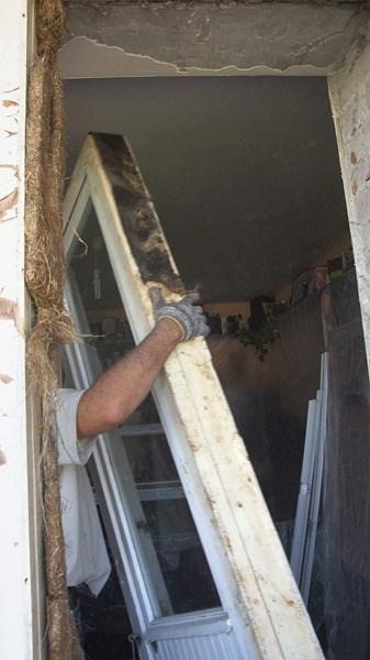 Нужно - демонтаж балконной двери.