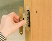УСТАНОВКА замка на деревянную дверь