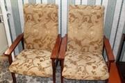 Перетяжка кресла с деревянными подколотниками
