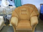 Перетяжка кресла с декоративной тесьмой и гвоздями
